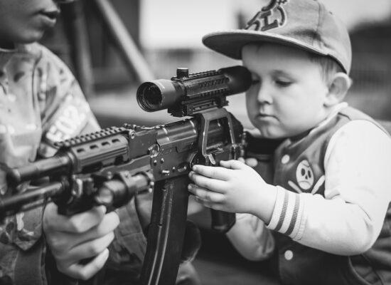 Sollte die US-Regierung der Bevölkerung die Waffen abkaufen?